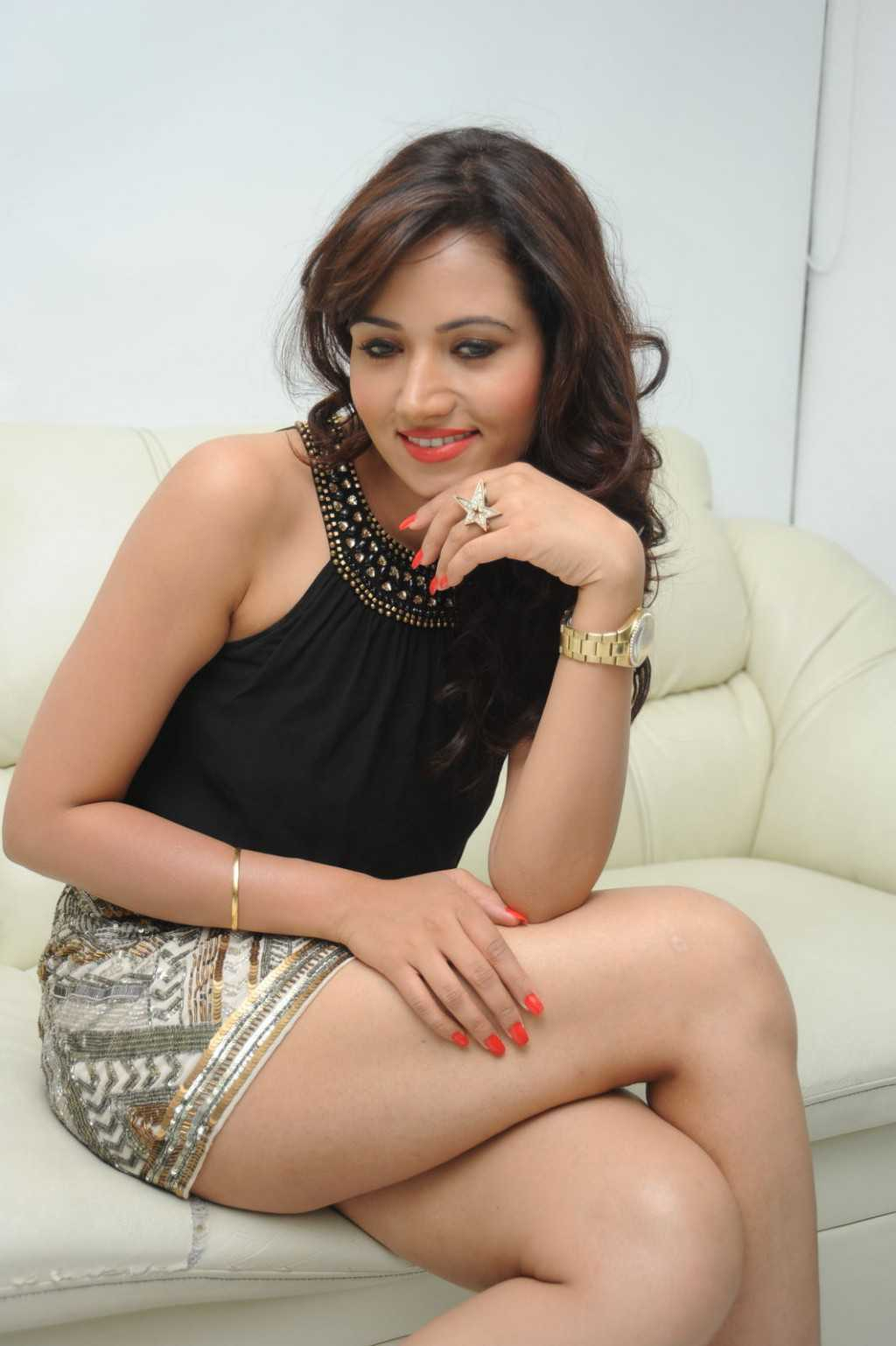 South-Indian-Actress-Preeti-Rana-Hot-Thigh-Show-Photos-1