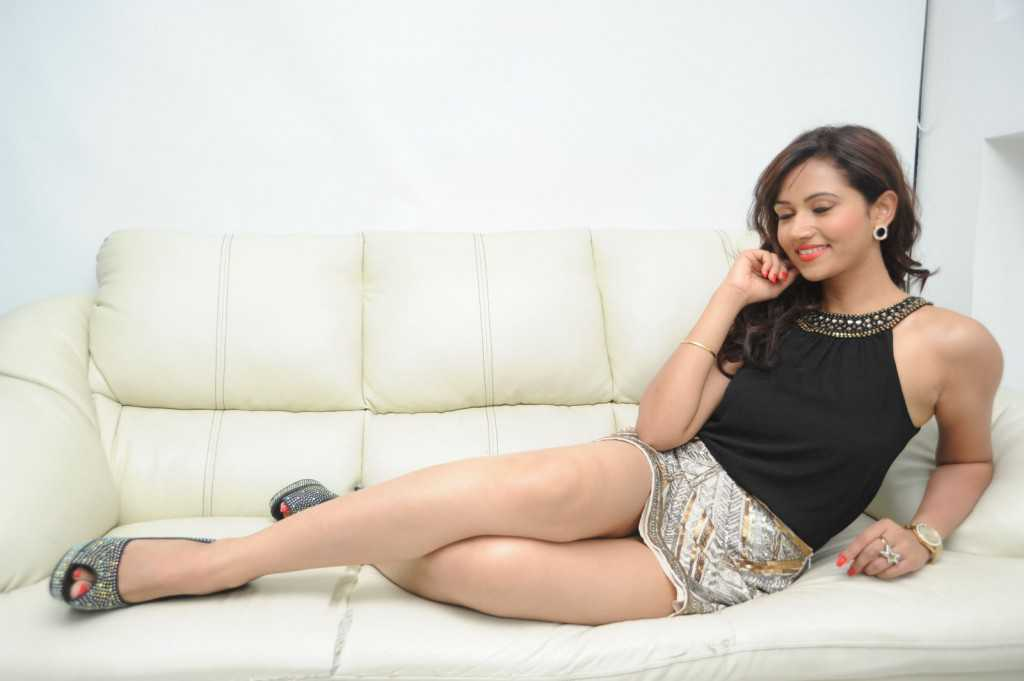 South-Indian-Actress-Preeti-Rana-Hot-Thigh-Show-Photos-11