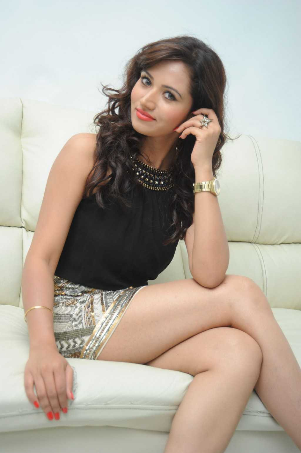 South-Indian-Actress-Preeti-Rana-Hot-Thigh-Show-Photos-2