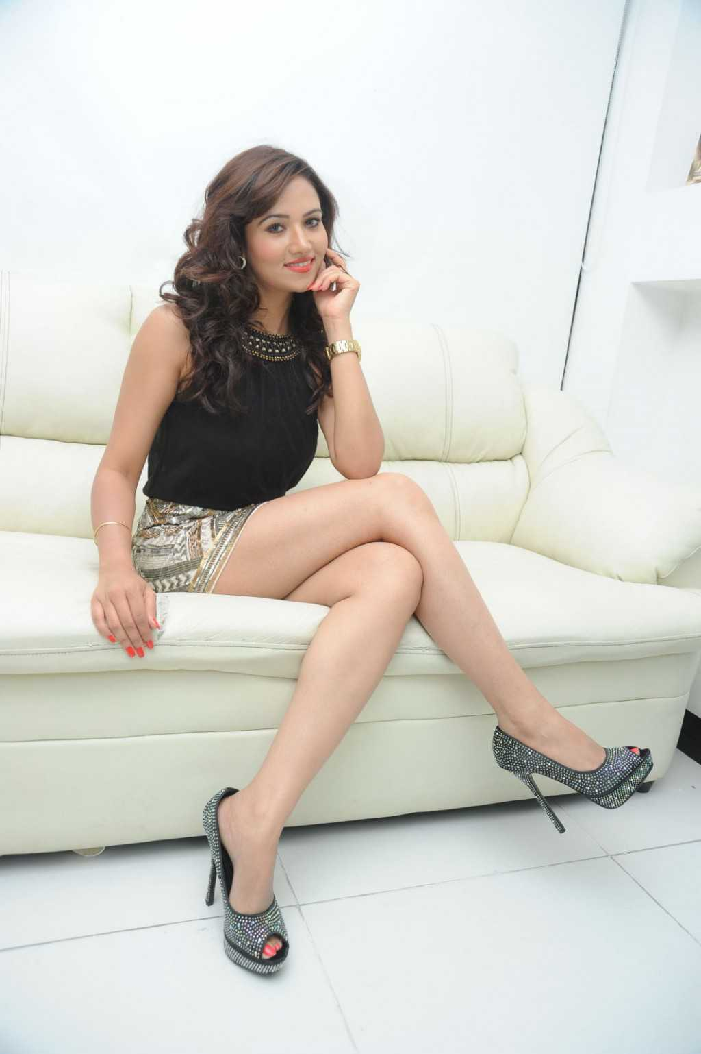South-Indian-Actress-Preeti-Rana-Hot-Thigh-Show-Photos-4